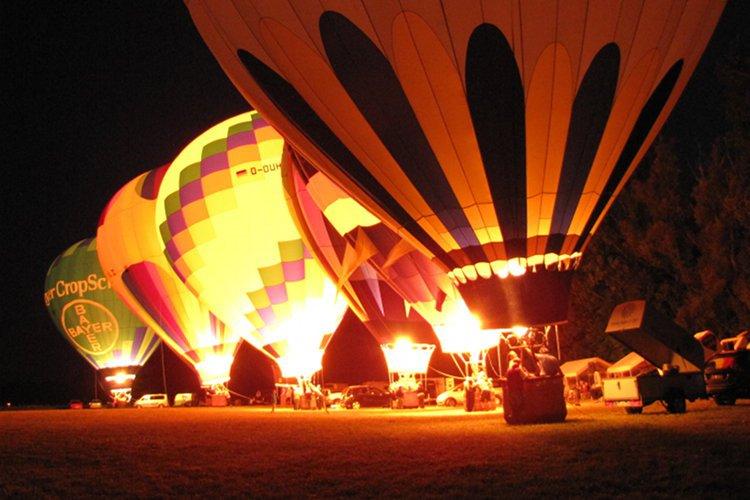 Nacht der Ballone mit Ballonglühen in Selzen